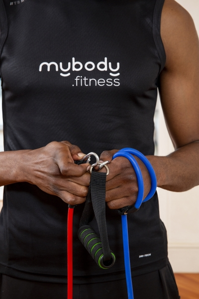 man setting up resistance bands